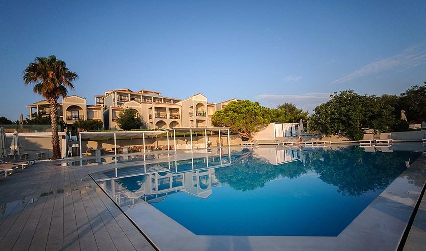 Hotel The Bay - Vassilikos