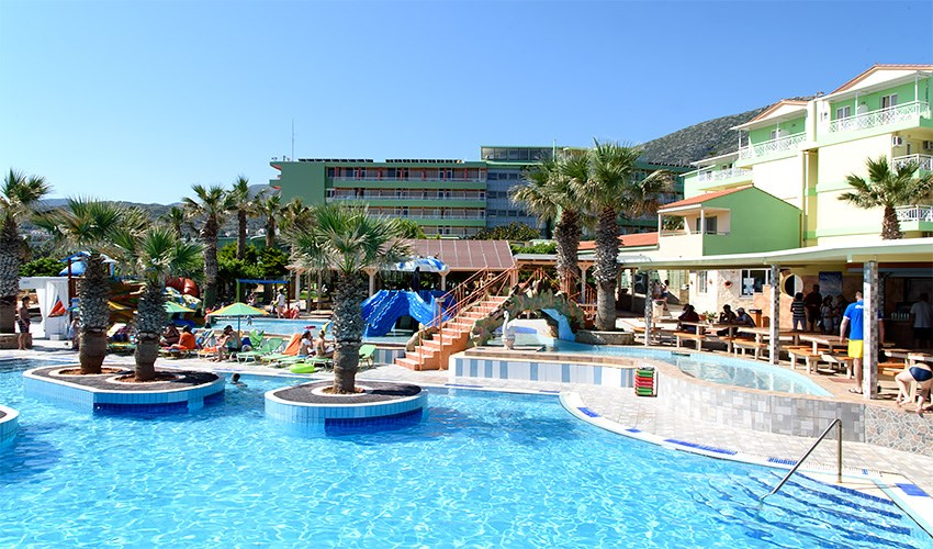 Hotel Eri Beach & Village